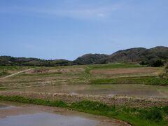 日本農村百景大笹波水田(棚田)につく.面積は1.15ha、平均勾配が20分の1で、日本海と集落が周辺の山々とよく調和して、秀逸な景観を作っており、日本の棚田百選に認定されています。 http://www.maff.go.jp/j/nousin/sekkei/museum/m_siki/40_oosasa/index.html 前に見たので通過