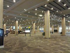 ングラライ国際空港12:05着