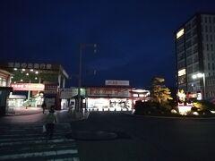 フェリー乗り場は宮島口駅から大通りを真っ直ぐ歩いていった先に有ります。 フェリーは2社が運行しているようですが、今回は青春18きっぷで乗れるJRのフェリーにしました。