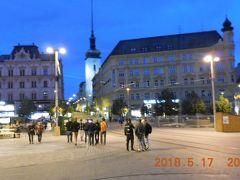 自由広場。中世に造られたブルノの中心広場です。ブルノは人口38万人でチェコ第2の大都会ですが夜は静かなものです。