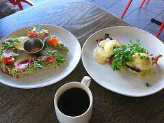 1回朝食無料券もらっていたのでマウイブリューイングでアボカドトーストとエッグベネディクト。うまーカロリー高そー(笑)