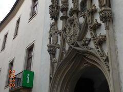入口の独特の石細工は1511年にアントン・ピルグラムによって作られました。iは旧市庁舎にありました。