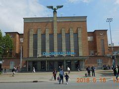 オロモウツ本駅。屋根の上の翼を広げた鷲?が印象的。