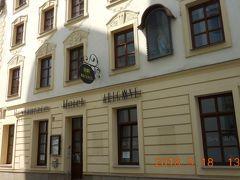 ホテル・アリゴネ(Arigone)は旧市街の中心に位置する古い建物を使った四つ星ホテルです。ガイドブックに載っていました。