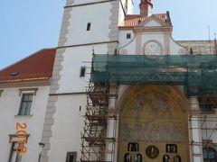 市庁舎の塔と有名な仕掛け時計【名所番号7】。