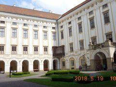 映画「アマデウス」の撮影にこの城が使われました。16~19世紀を舞台にした映画の撮影にはチェコの城や宮殿がよくつかわれるそうです。