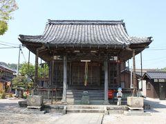 続いてすぐ隣の西野薬師堂へ。 こじんまりしたお堂ですが、創建は奈良時代末期、本尊の薬師如来と十一面観音は共に平安時代の作とのことです。