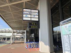 とまあのっけからトラブルで始まりましたが、無事に空港に到着。 それにしても朝の7時台でこの気温。 何なの?