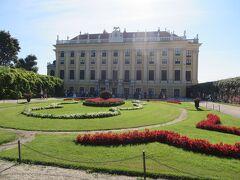 お庭と宮殿。