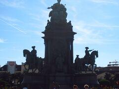 マリアテレジア像。