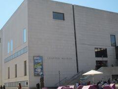 やっと着きました、レオポルドミュージアム。