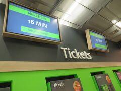 帰りはミッテ駅から空港までCATで移動します。今度は自動販売機でチケットが買えました。ここではダメでも有人対応してもらえそうなので問題はないかと思います。