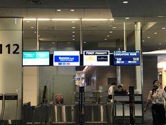 23:30 搭乗開始  【 JL35 】B777  0:05発 シンガポール行き シンガポールって、新加坡って書くんですね お盆だし、ほぼ満席のようです