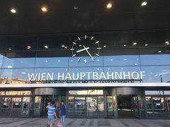 ウィーン中央駅。 朝なので、空気が気持ちいい。