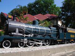 7日目のメインはマラッカへの鉄道ツアーです。集合が11:30なので、子供が好きなマレーシアの昔の電車が展示されている国立博物館へ。 入り口で入場料を払い中へ入るも、それらしき展示物の案内なし。ボランティアの日本語ガイドに聞いても、そのようなものはないとの返答。??