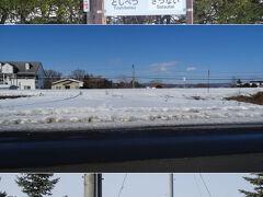 帰りにもう一つ廃止になった駅の跡を観察。JR根室線の幕別~札内駅間にあった稲士別駅の跡。   両隣の駅名標にはシールが貼られ、稲士別駅跡は既にホームが撤去され、ここに駅があったとは分からない状態。  ( ´-ω-)この後は、日没の頃に日勝峠を通って帰ったけど、かなり交通量が少なかったな。冬はみんな高速を通ってるのかな。  ~ 以上 ~