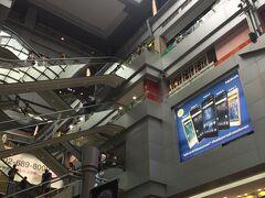 MBKに到着!! とっても広いショッピングモールで 以前来た時には3階しか見る事が出来なかったので、 今回は隅々まで見て回ろうと思って来ました! 明日もあるしね(^^♪