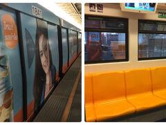 MBKの最寄り駅「National Stadium」駅から BTSに乗って「Saphan Taksin」駅を目指します。 写真は電車の外観と中の様子。