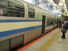 10月18日。秋雨が続いていたこの秋、待ちに待った久しぶりの晴天。 JR横須賀線2階建てグリーン車で横浜駅にやってきました。