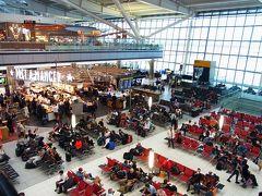 ヒースロー空港ターミナル5  おはよう! 5時起床。 6時過ぎにホテルチェックアウト。 ホント、空港直結のホテルにしておいて良かった。