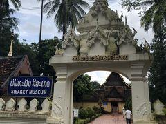 街ブラ再開1カ所目はワットシーサケットにやって来ました。 ラオス最古の仏教寺院。 中はいかに?