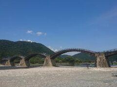 錦帯橋にやってきました^^ 何度も来てるけど、夏は初めてです。