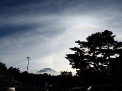 富士急ハイランドの感想は、 ①「子供が乗れるものと絶叫系と差別化をしている」 ②「空いている割には回転率が悪い」 ③「入場料無料化とはいっているけど、フリーパスが必要」  富士山に虹がかかりました。