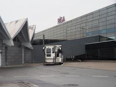 定時17:30過ぎにラトビアのリガ空港に無事到着。  うーむ、どうも空が雲雲。