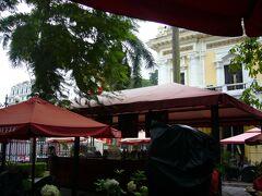 昼食をとるために、 ホテルの隣にあったハイランズコーヒーへ♪ 雰囲気がとても良かったです。