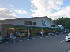 たてしな自由農園原村 味噌、日本酒、ワイン、甘酒、りんごジュース、野菜、お菓子、寒天、ジャムなどなど。 今年もたくさん買ってしまいました。 いつも夕方に行くのでまたルバーブは売り切れでした。