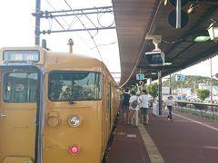 岡山駅から宇野みなと線に乗って宇野駅到着。