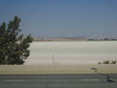 ソルト湖(夏は干上がっています。)