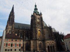 なので良い写真が撮れました。 聖ヴィート大聖堂。 ガイドさん曰くこちらからの方が綺麗、とのこと。