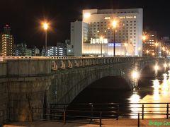 【萬代橋】 1929年竣工、6径間連続RCアーチ橋。御影石の石張りが見事。 ライトアップされているので、夜景を撮影してみました。地盤沈下で水没した水切りがほんの少し見えています。 【重要文化財】【土木学会選奨土木遺産】 初日は新潟で泊まり、早朝出発に備えます。