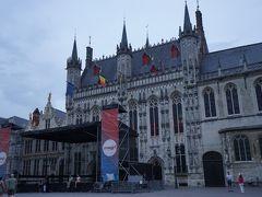 こちらは市庁舎。ブルゴーニュ公国時代に建てられたもので市庁舎としてはベルギー最古の建物。