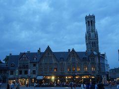市庁舎、聖血礼拝堂から見る鐘楼。すっかり日は暮れました。
