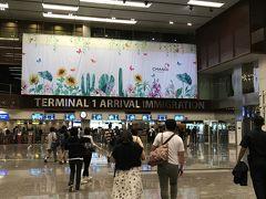 5時半頃に チャンギ国際空港T1到着 まだ暗い。  入国手続きはスムーズで、自宅から JAL ABC 手ぶらサービスで送ったスーツケースも無事に受け取れてホッとする。  そして、4トラグローバルwifiをon にし、先ずやったことは『Grabタクシー』アプリのクレジットカード登録。