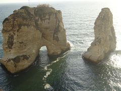鳩の岩(名前の由来はベイルートの去った移民の人々に、ここから伝書鳩を飛ばした事が由来だそうです。)