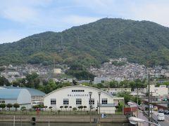海上自衛隊 呉教育隊の校舎  かつての軍港ということが  ひしひしと伝わってきます