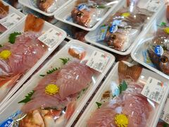 下の売店、魚のレベルがすごすぎる。