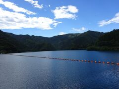 奥多摩湖にやって来ました。 小河内ダム建設の際にせき止められた人造湖です。