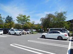 11時前に、軽井沢アウトレットに来ました。 WEST側のP1・P2駐車場は、まだずいぶん空きがありました。