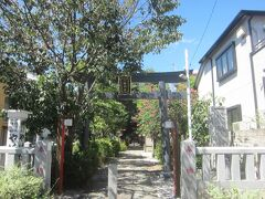 住宅街の中を通って、大和町八幡神社前を通る。