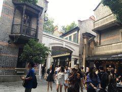 その後は、友達オススメの新天地エリアへ。ここも昔、上海に移住してきたフランスやイギリスなどの外国人の街を残しているエリアで、石畳みや石レンガの建物がヨーロッパの古い町並みのような雰囲気。 どのお店もオープンテラスがあり、欧米系の外国人がたくさんいました。