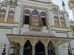 サルタンモスク  中に入る。 各自がお祈りをされている風景を見た