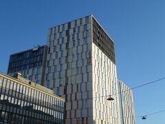 ホテルは駅上のスカンディックコンチネンタル。
