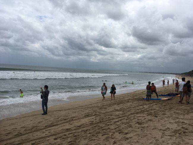 相変わらず観光客が多い。<br />やはりクタビーチは一番人が多いな。