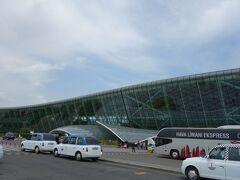 今が何時なのかよくわからない状態で、バクーの空港に着きました。 今回、アゼルバイジャンだけビザが必要で、事前に自分でネットで取りました。 でも、入国は別に面倒なことはなく、極々スムーズ。