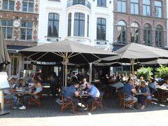 ちょっと遅い昼食はコーレンマルクト広場にあるDu Progresで。トリップアドバイザーでも高評価です。 この辺りはたくさんのカジュアルレストランが並んでいます。