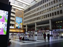 7時に天成大飯店を出て、隣の台北駅へ。  今日は台北で過ごします。